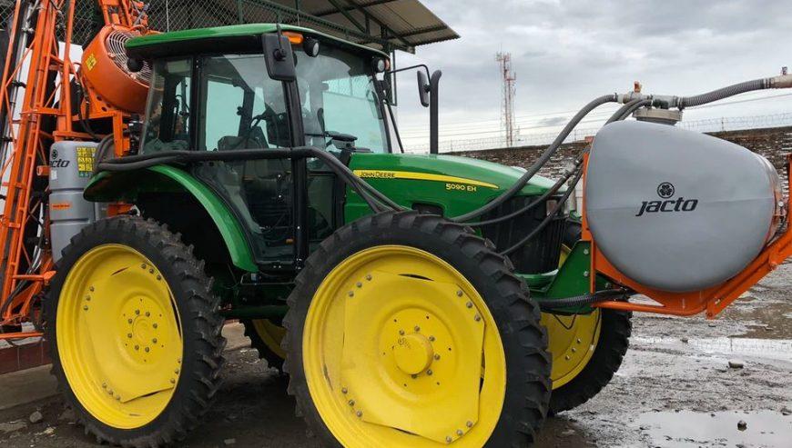 spray-tractor